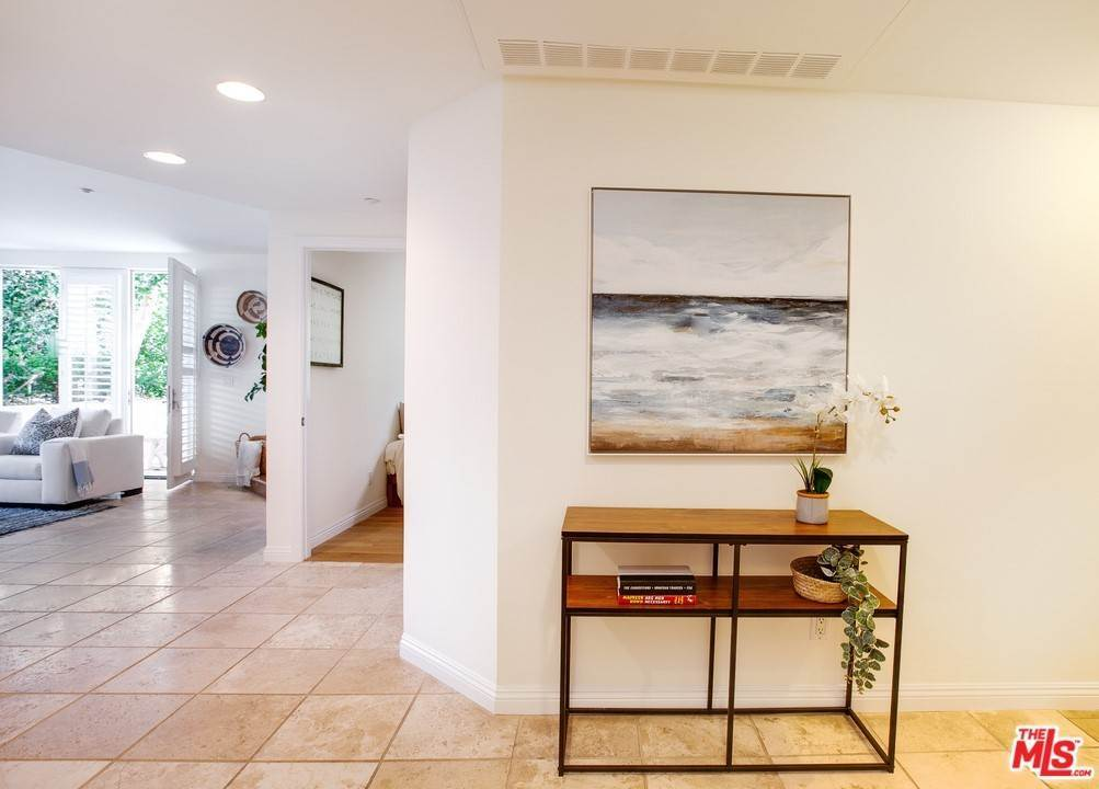 2. Residential for Sale at 4Th Street Santa Monica, California 90403 United States