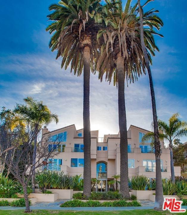 25. Residential for Sale at 4Th Street Santa Monica, California 90403 United States