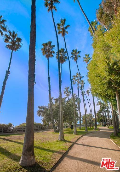 27. Residential for Sale at 4Th Street Santa Monica, California 90403 United States