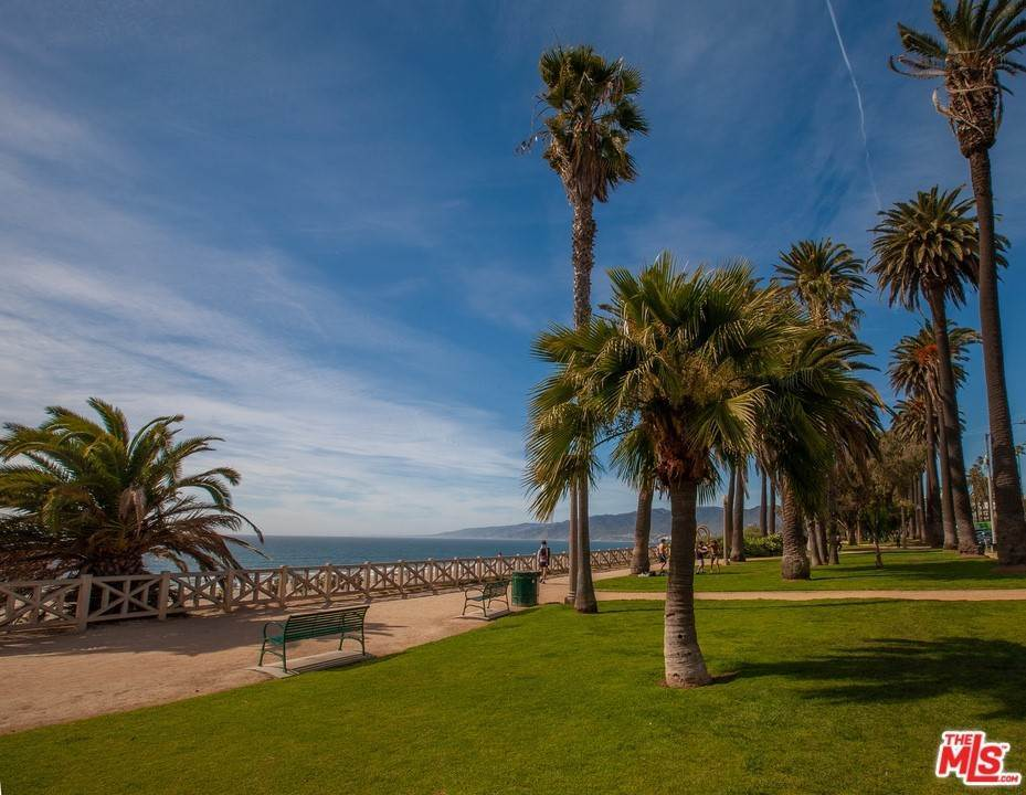 28. Residential for Sale at 4Th Street Santa Monica, California 90403 United States