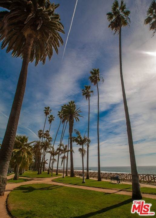 29. Residential for Sale at 4Th Street Santa Monica, California 90403 United States