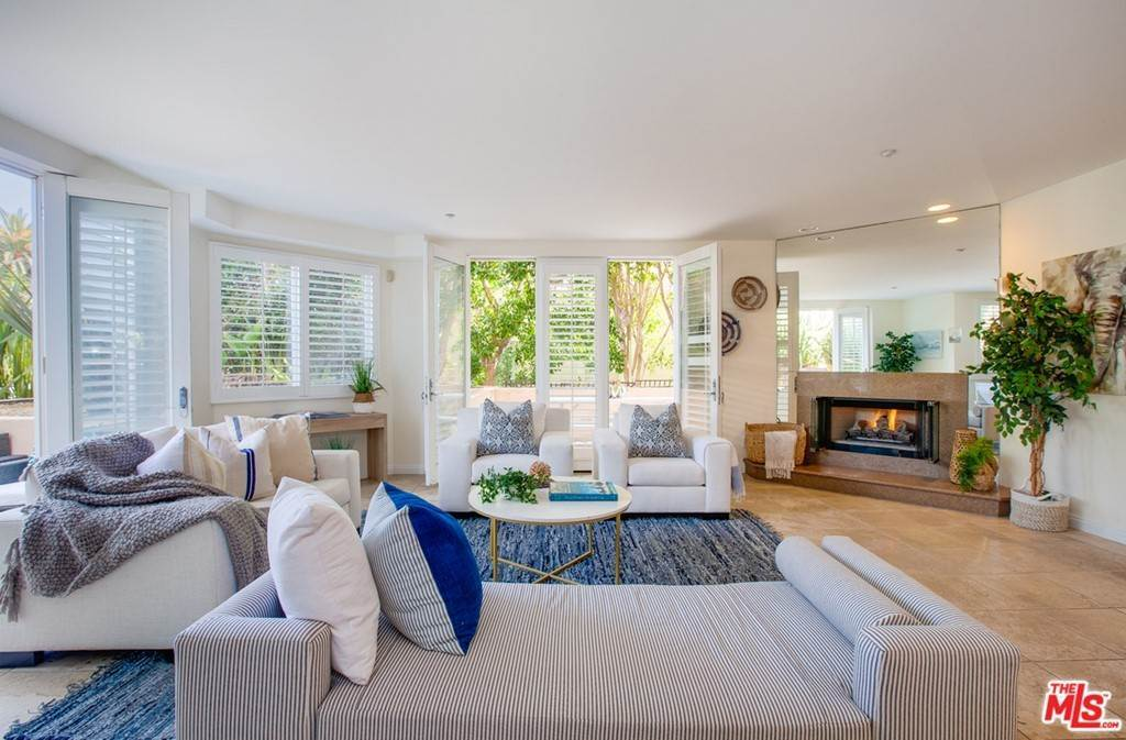 3. Residential for Sale at 4Th Street Santa Monica, California 90403 United States
