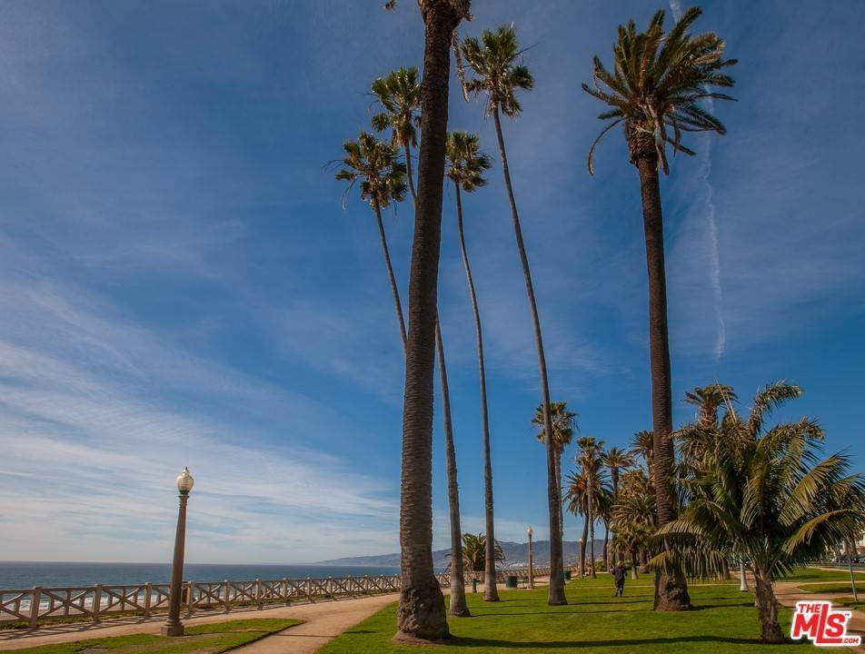30. Residential for Sale at 4Th Street Santa Monica, California 90403 United States