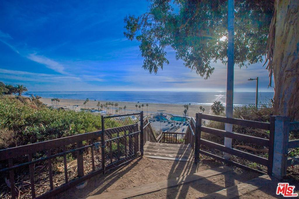 32. Residential for Sale at 4Th Street Santa Monica, California 90403 United States
