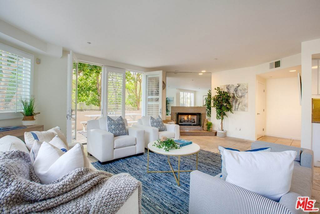 6. Residential for Sale at 4Th Street Santa Monica, California 90403 United States