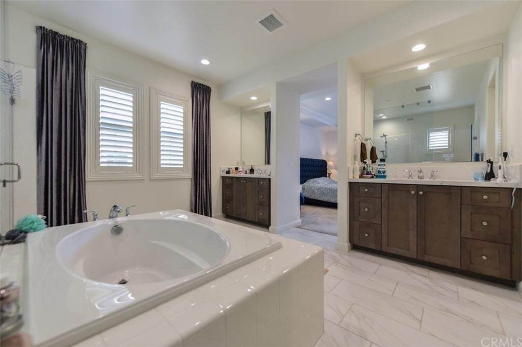16. Residential for Sale at Bryce Run Lake Forest, California 92630 United States