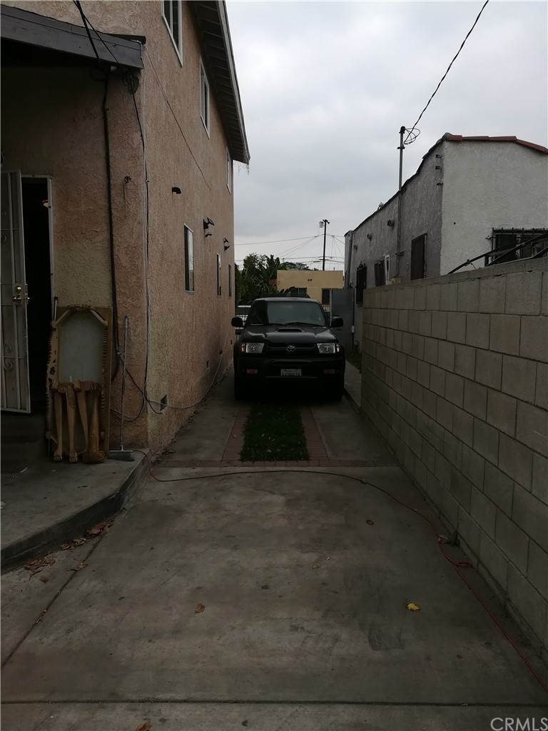 23. Residential for Sale at E 67th Street Los Angeles, California 90001 United States