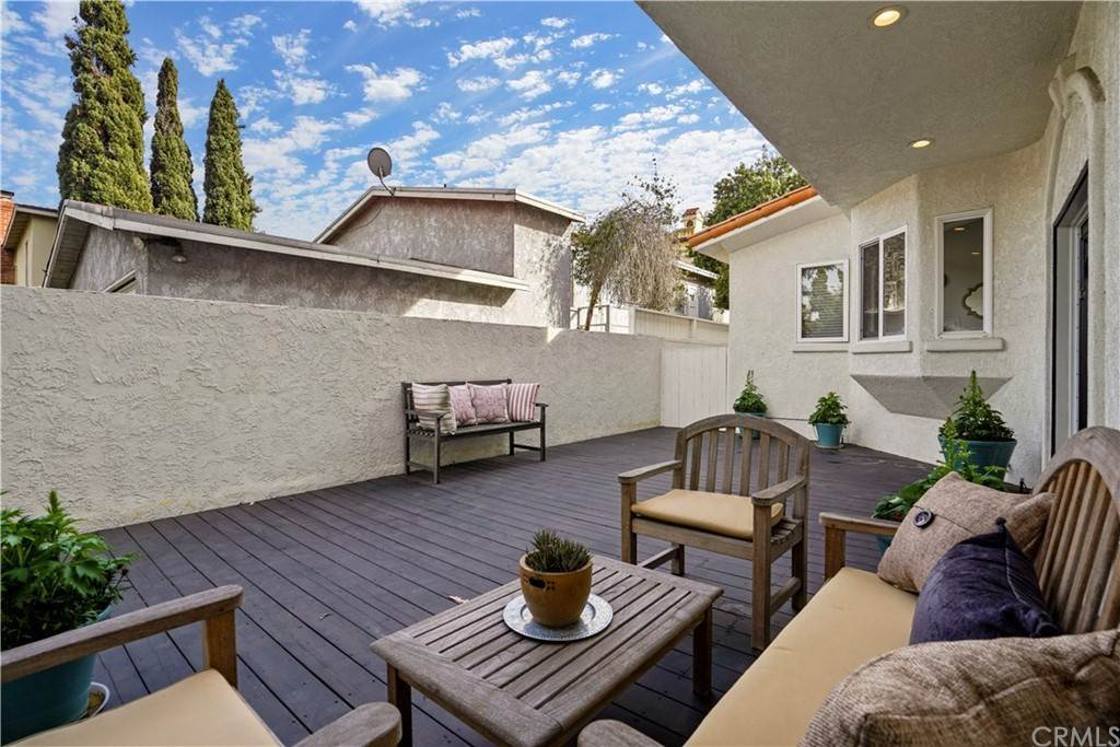 29. Residential for Sale at Rosecrans Avenue Manhattan Beach, California 90266 United States