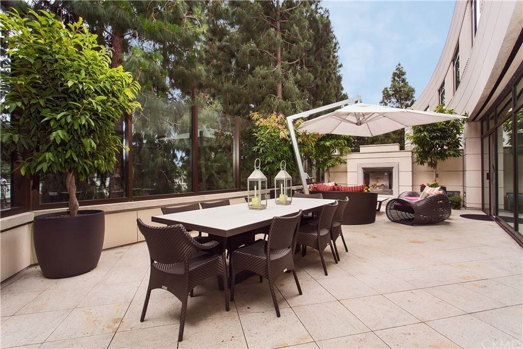 16. Residential for Sale at W Century Drive Los Angeles, California 90067 United States