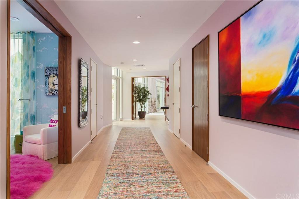 17. Residential for Sale at W Century Drive Los Angeles, California 90067 United States
