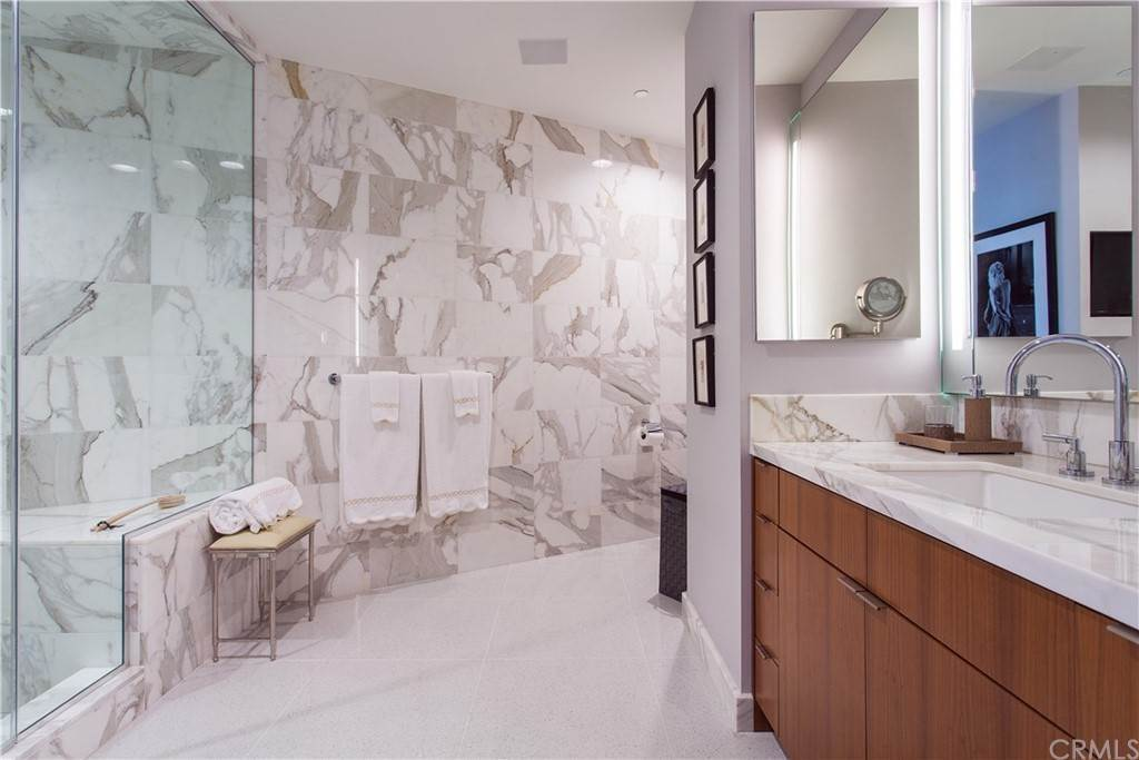 30. Residential for Sale at W Century Drive Los Angeles, California 90067 United States