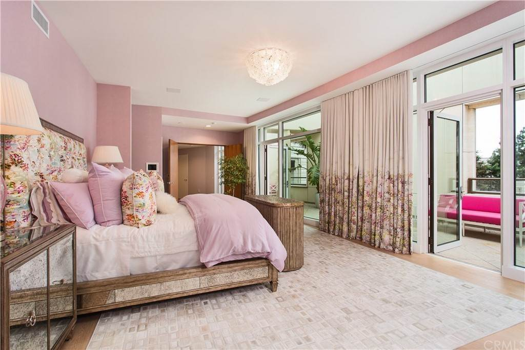 35. Residential for Sale at W Century Drive Los Angeles, California 90067 United States