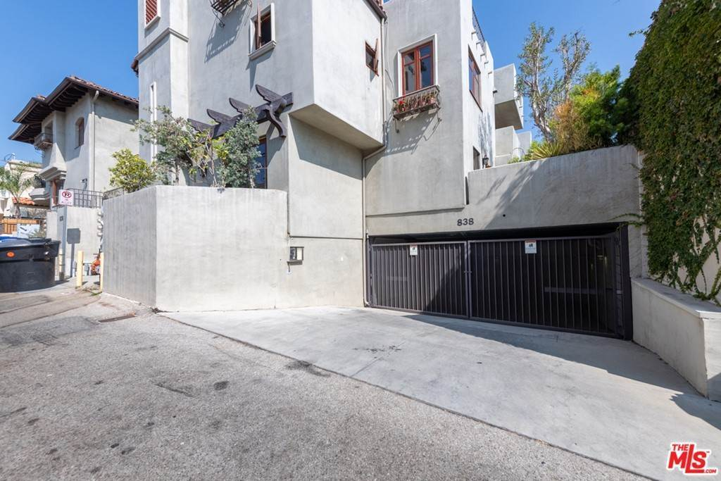 23. Residential Lease at 16Th Street Santa Monica, California 90403 United States
