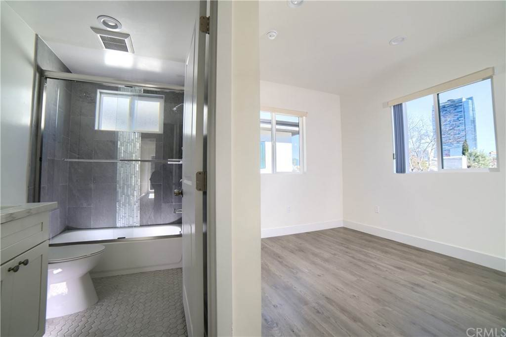 8. Residential Lease at W 12th Street Los Angeles, California 90015 United States