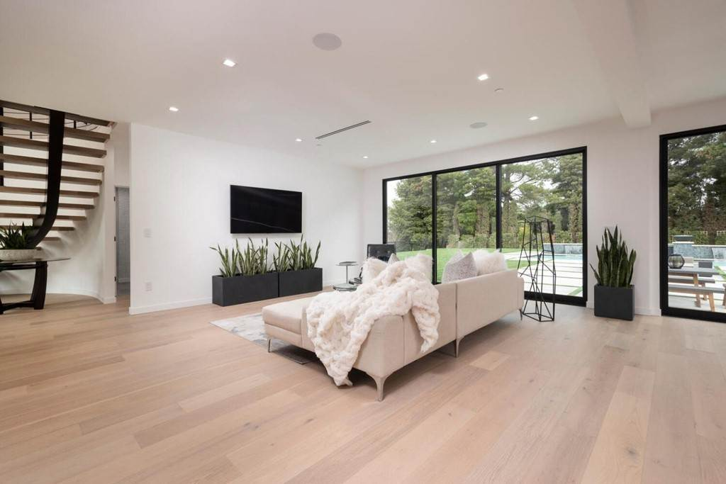 16. Residential for Sale at Crystal Drive Hillsborough, California 94010 United States