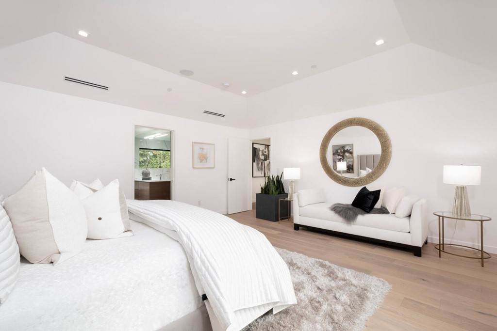 25. Residential for Sale at Crystal Drive Hillsborough, California 94010 United States