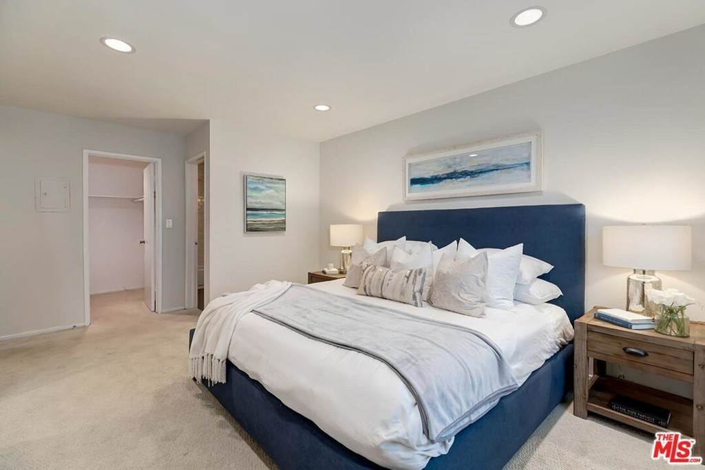11. Residential for Sale at Sawtelle Boulevard Los Angeles, California 90064 United States