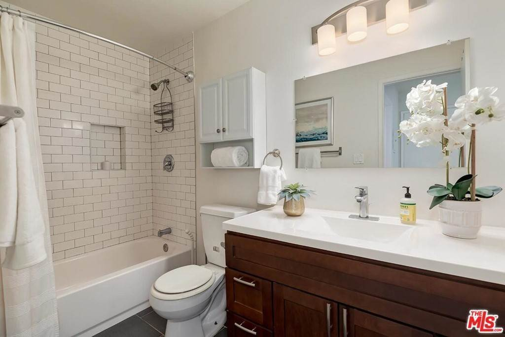 13. Residential for Sale at Sawtelle Boulevard Los Angeles, California 90064 United States