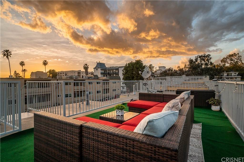 27. Residential for Sale at Chenault Street Los Angeles, California 90049 United States