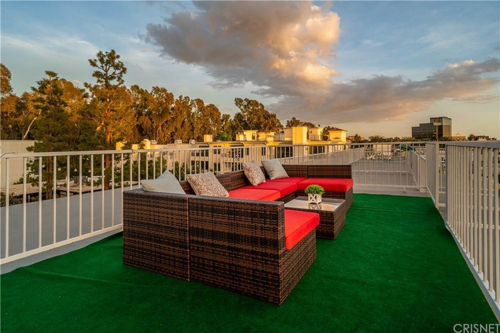 29. Residential for Sale at Chenault Street Los Angeles, California 90049 United States