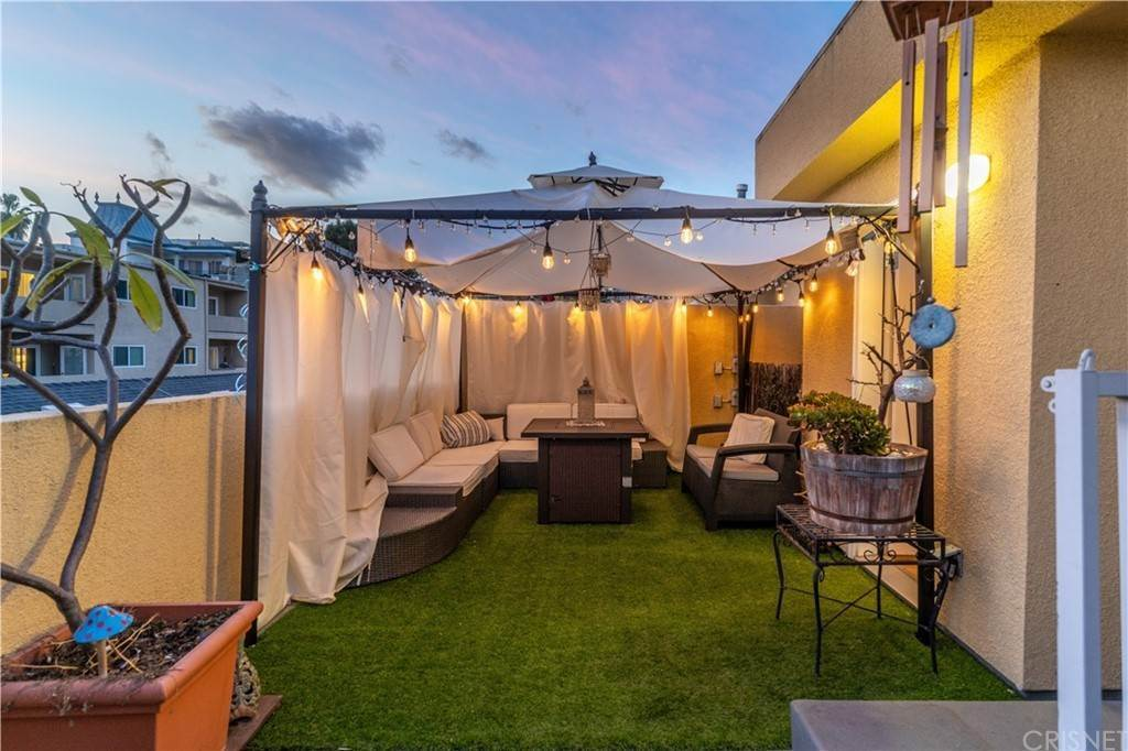 32. Residential for Sale at Chenault Street Los Angeles, California 90049 United States