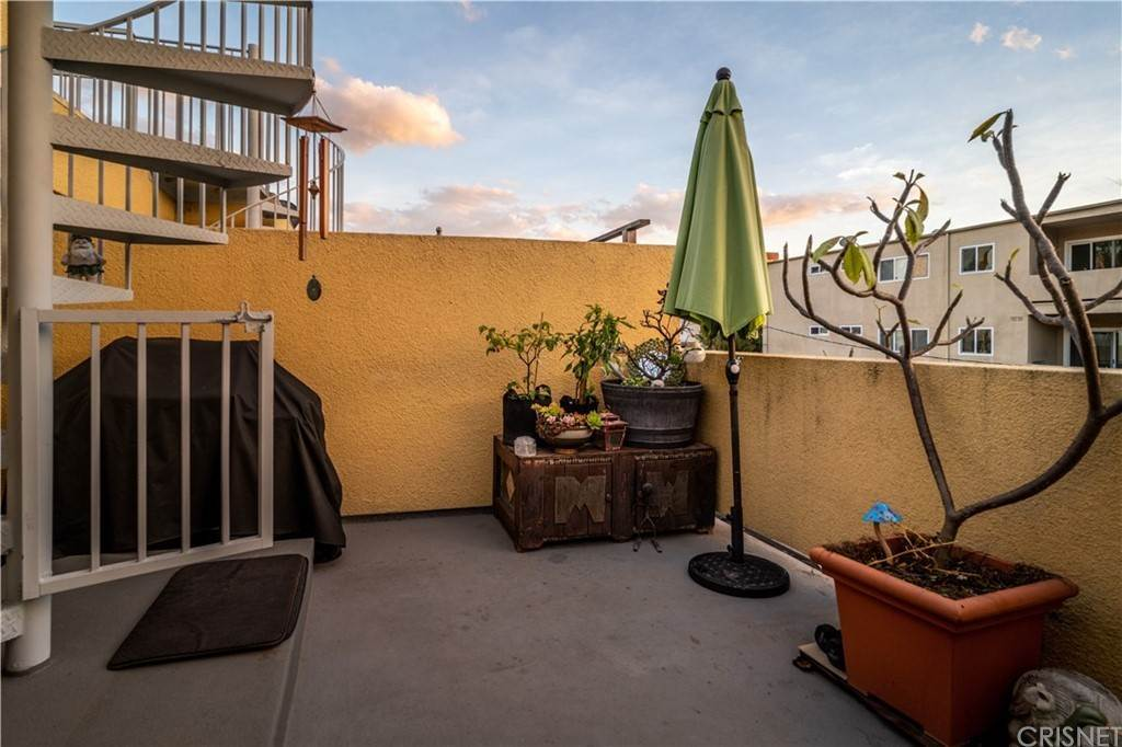 33. Residential for Sale at Chenault Street Los Angeles, California 90049 United States
