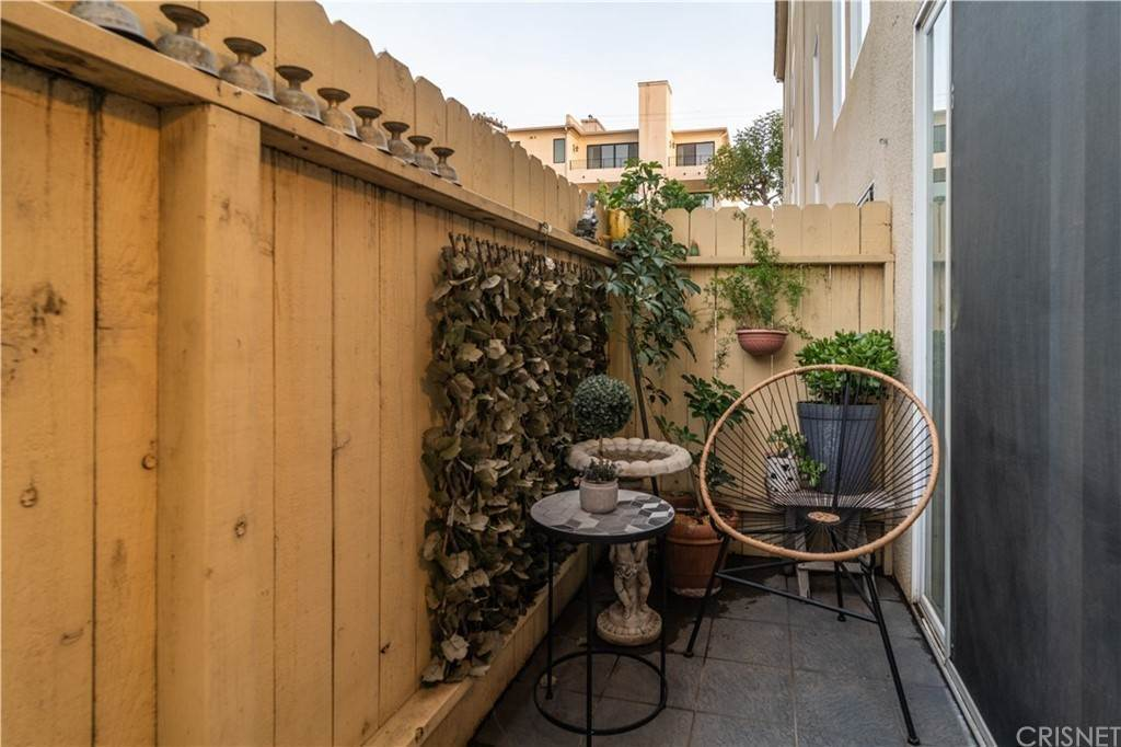 34. Residential for Sale at Chenault Street Los Angeles, California 90049 United States