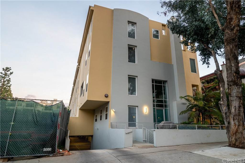 38. Residential for Sale at Chenault Street Los Angeles, California 90049 United States