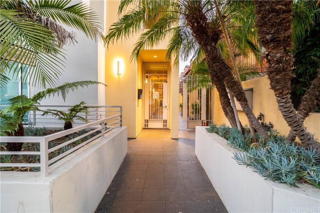 40. Residential for Sale at Chenault Street Los Angeles, California 90049 United States