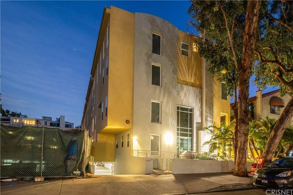 48. Residential for Sale at Chenault Street Los Angeles, California 90049 United States