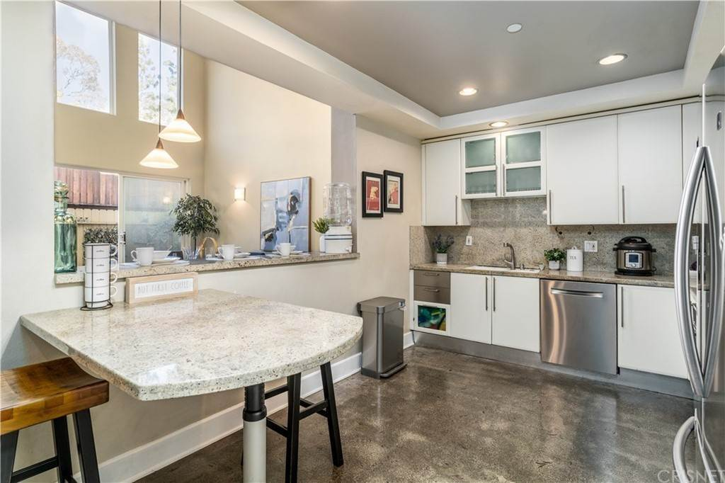7. Residential for Sale at Chenault Street Los Angeles, California 90049 United States