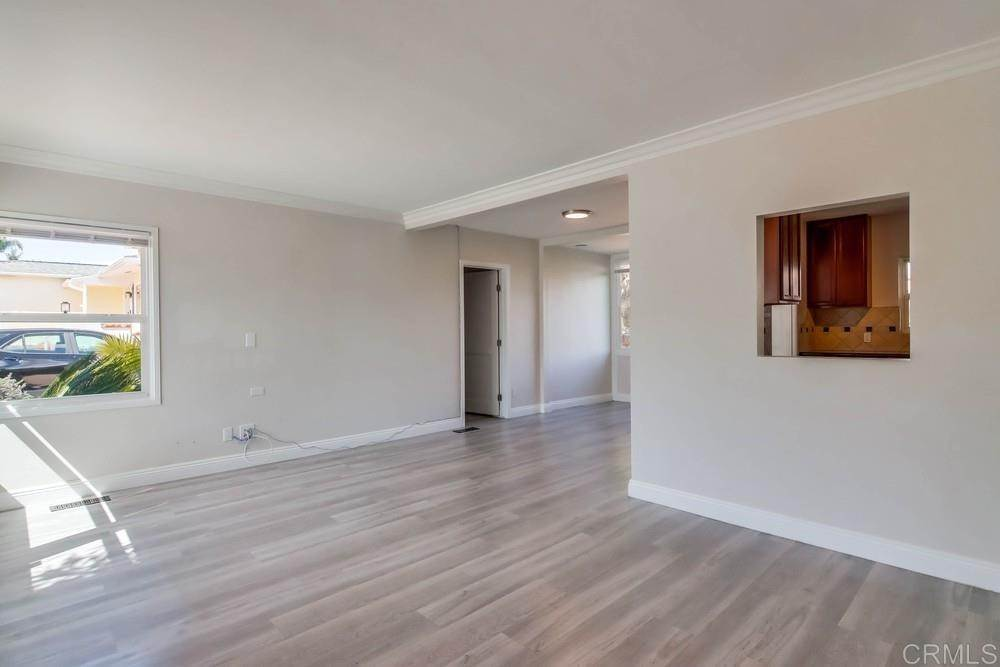 4. Residential for Sale at MEADOW GROVE San Diego, California 92110 United States