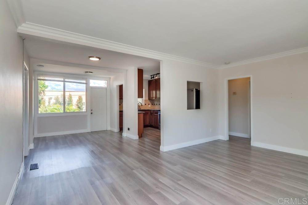 5. Residential for Sale at MEADOW GROVE San Diego, California 92110 United States