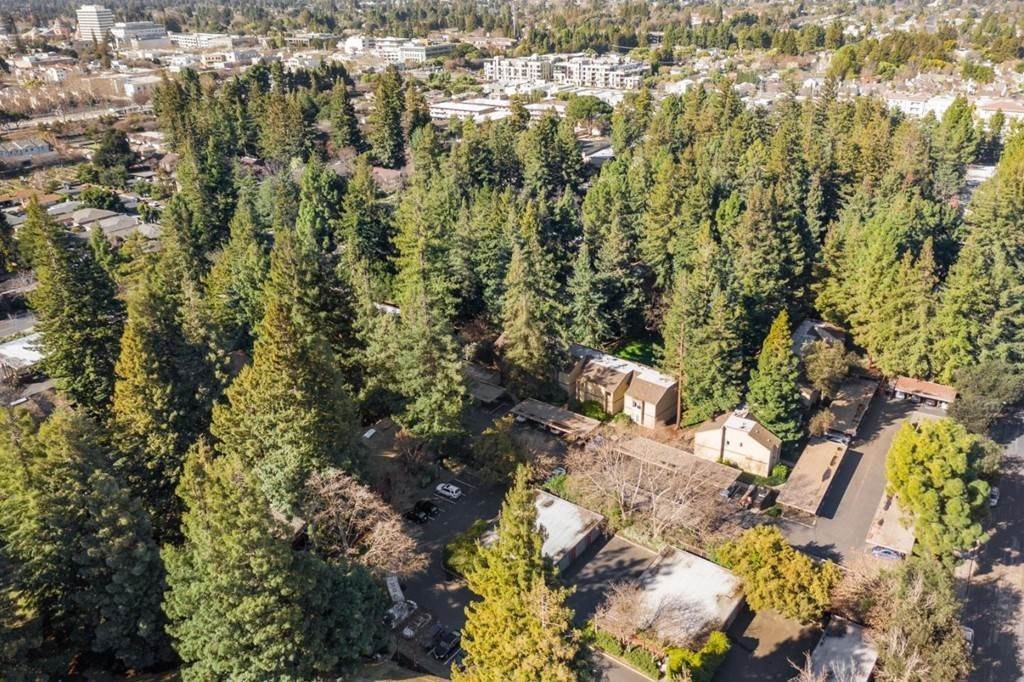 22. Residential for Sale at Cypress Point Drive Mountain View, California 94043 United States