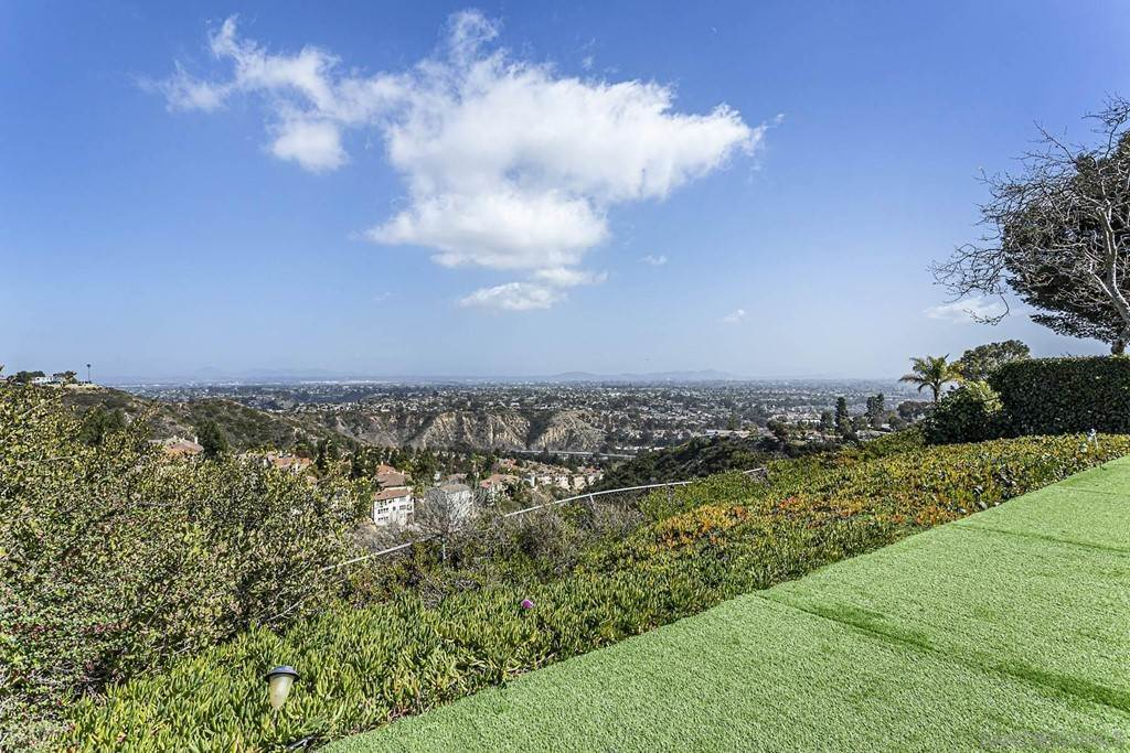 16. Residential for Sale at Soledad Mountain Road La Jolla, California 92037 United States