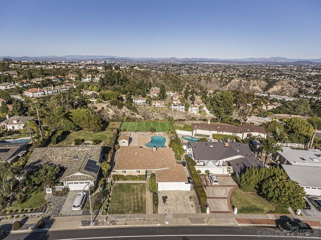 19. Residential for Sale at Soledad Mountain Road La Jolla, California 92037 United States