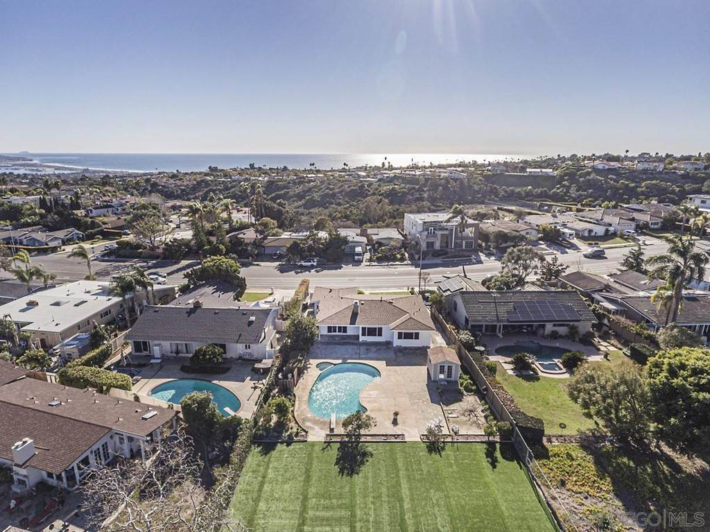 20. Residential for Sale at Soledad Mountain Road La Jolla, California 92037 United States