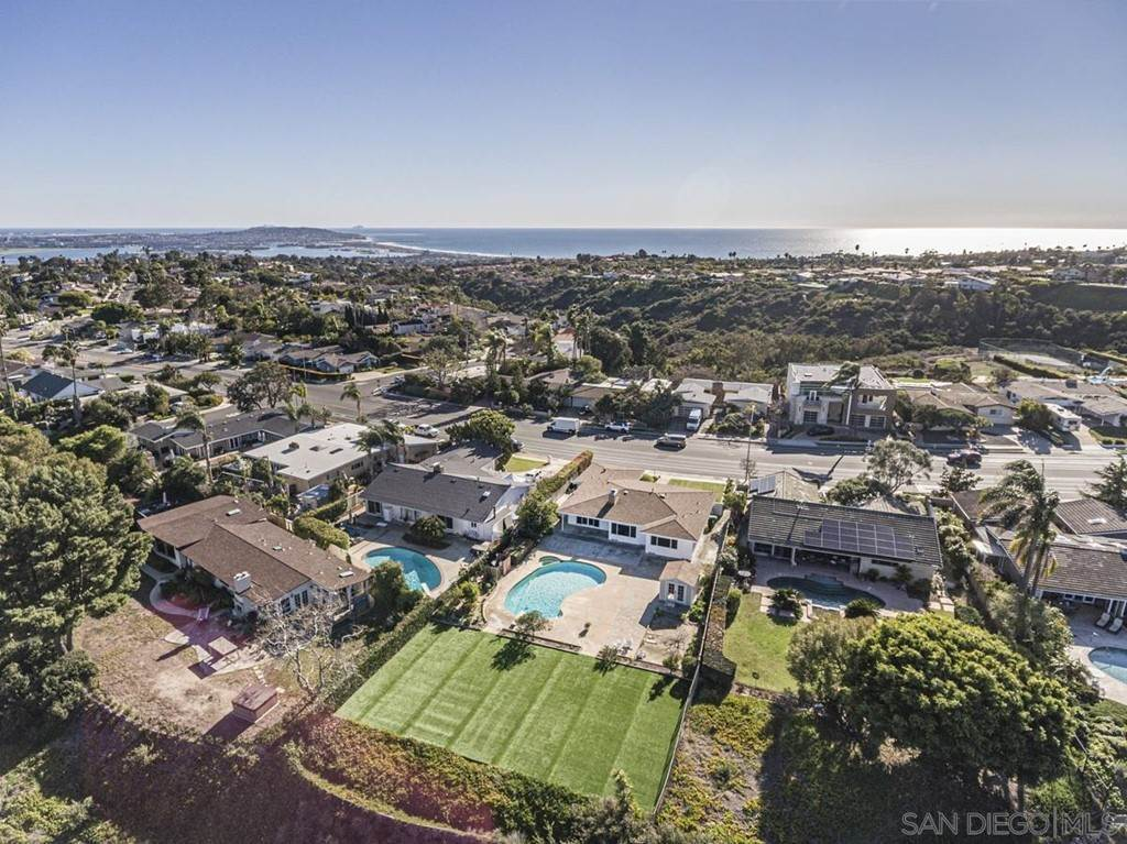 21. Residential for Sale at Soledad Mountain Road La Jolla, California 92037 United States