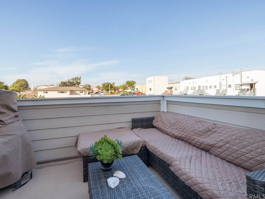 19. Residential for Sale at Richmond Street El Segundo, California 90245 United States
