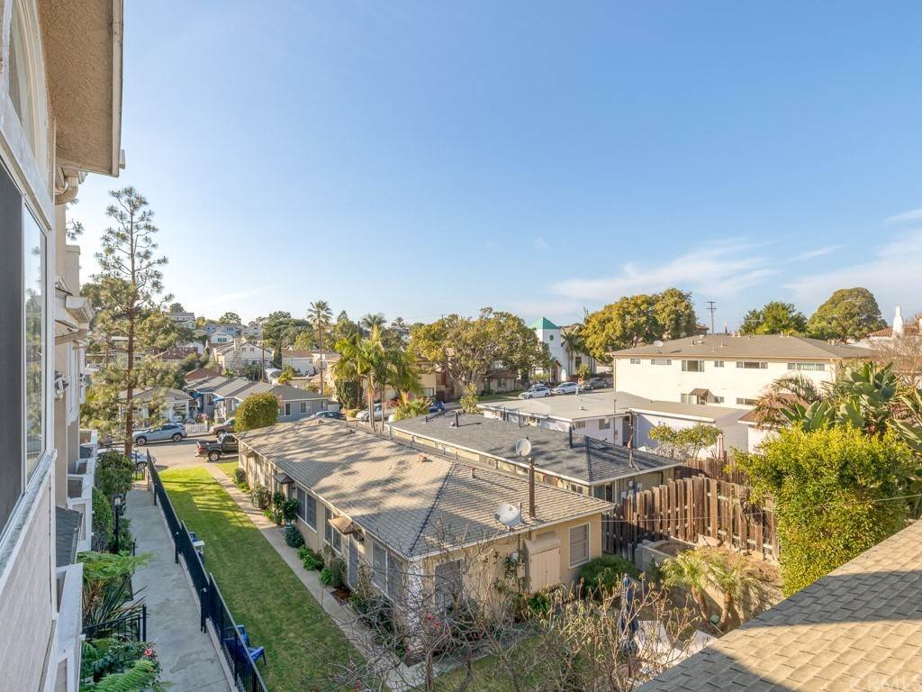 21. Residential for Sale at Richmond Street El Segundo, California 90245 United States