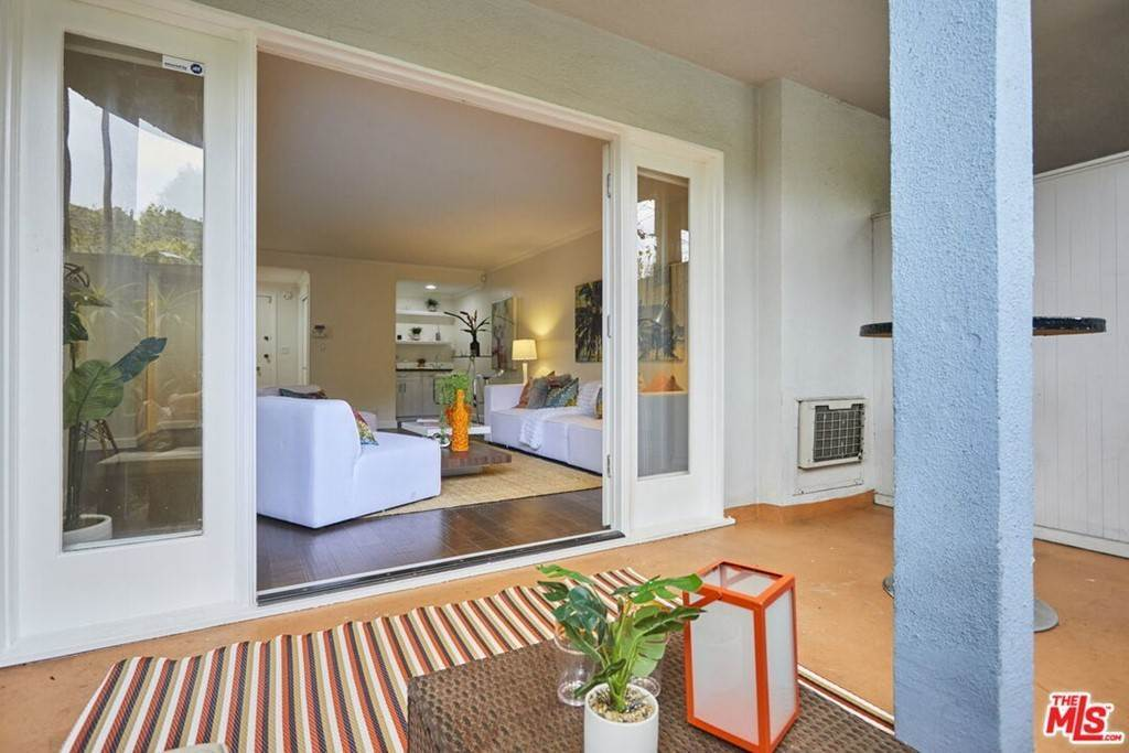 12. Residential for Sale at Hollywood Boulevard Los Angeles, California 90046 United States