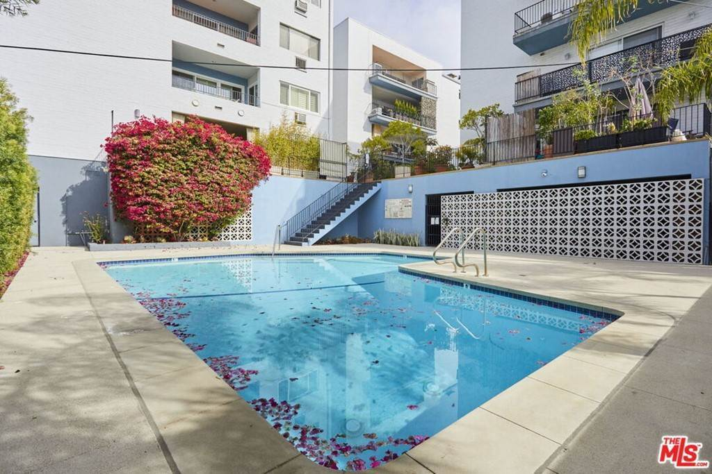 30. Residential for Sale at Hollywood Boulevard Los Angeles, California 90046 United States