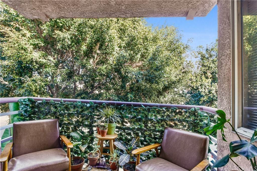 18. Residential for Sale at Chestnut Avenue Long Beach, California 90802 United States