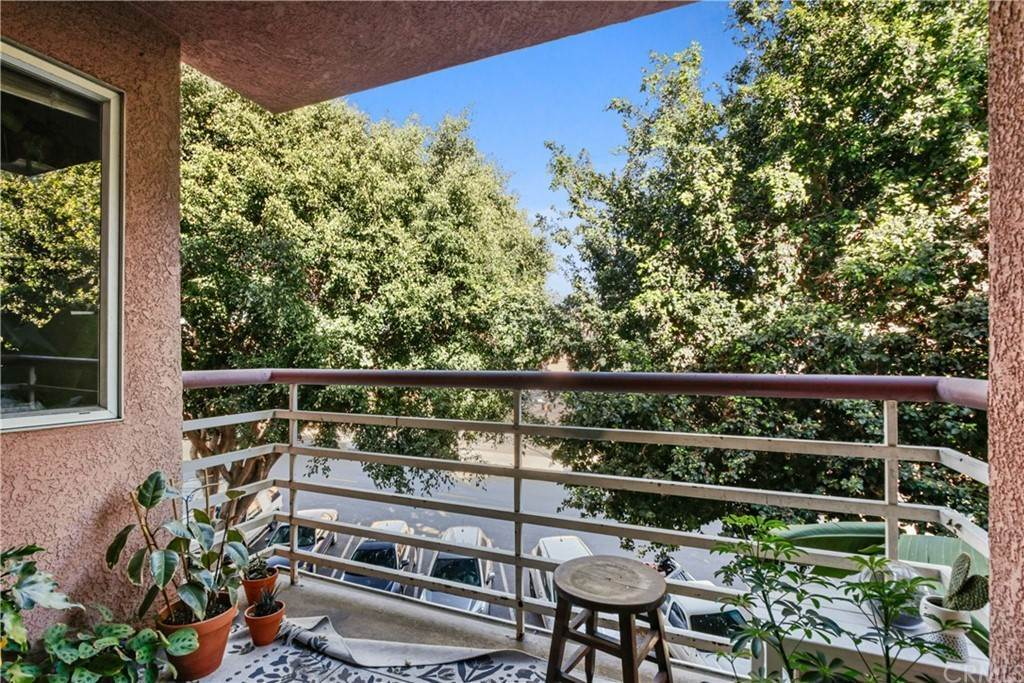 19. Residential for Sale at Chestnut Avenue Long Beach, California 90802 United States