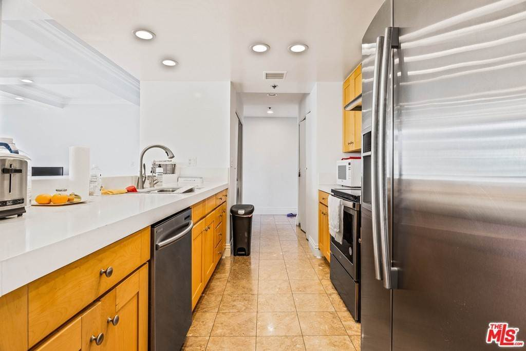 15. Residential for Sale at W 9Th Street Los Angeles, California 90015 United States
