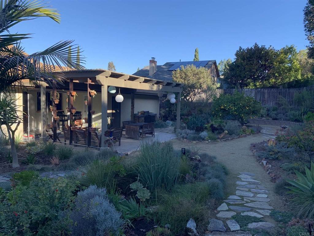18. Residential for Sale at Del Diablo Lane San Diego, California 92129 United States