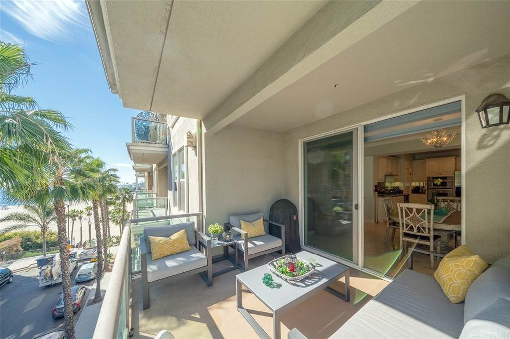 24. Residential for Sale at E Ocean Boulevard Long Beach, California 90802 United States