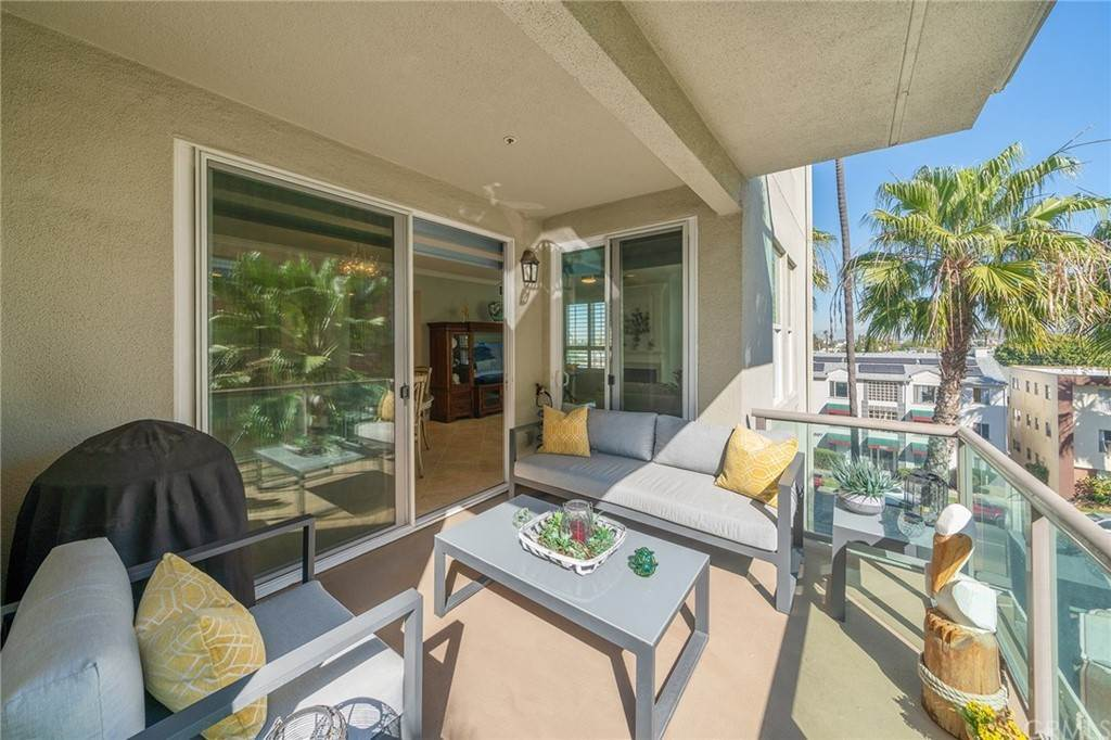 25. Residential for Sale at E Ocean Boulevard Long Beach, California 90802 United States