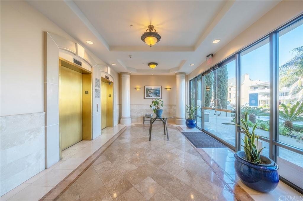 31. Residential for Sale at E Ocean Boulevard Long Beach, California 90802 United States