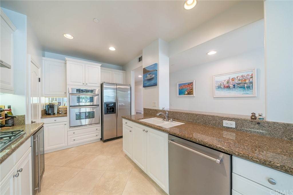 9. Residential for Sale at E Ocean Boulevard Long Beach, California 90802 United States